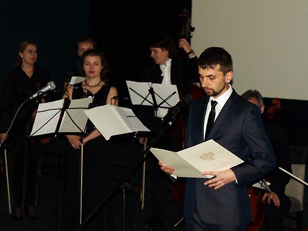 Dyrektor CKPiDE Jan Ostaszczuk podczas uroczystości w Iwano-Frankiwskiej Filharmonii Obwodowej (Fot. Marcin Romer)