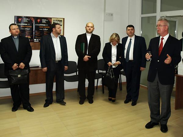Podczas przyjęcia w Centrum Kultury Polskiej i Dialogu Europejskiego przemawia konsul generalny RP we Lwowie Jarosław Drozd (Fot. Marcin Romer)
