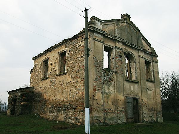 Kościół w Okopach jesienią 2009 roku (Fot. Dmytro Antoniuk)