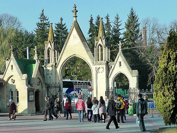 Brama główna Cmentarza Łyczakowskiego we Lwowie (Fot. Maria Basza)