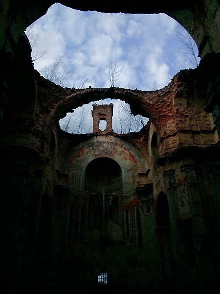 Ruiny kościóła w Hodowicy (Fot. Alina Wozijan)
