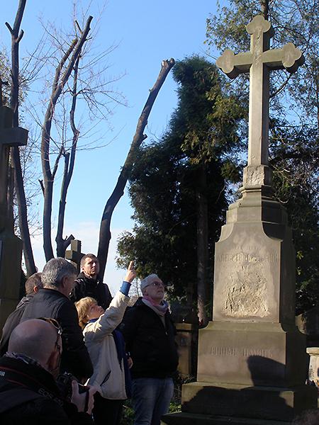 Komisja na Cmentarzu Łyczakowskim. (Fot. Jurij Smirnow)