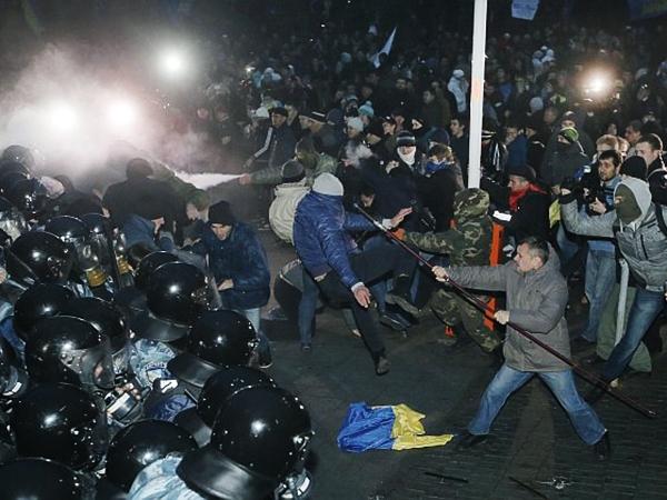 Nocne starcia zwolenników Unii Europejskiej z milicją w Kijowie