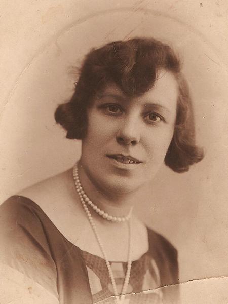 Olimpia Marcinkowska, urzędniczka łuckiego Magistratu. Łuck, lata trzydzieste (fot. z rodzinnego archiwum Tadeusza Marcinkowskiego)