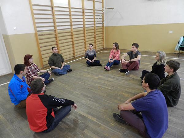 Lwowska młodzież poznaje teatr