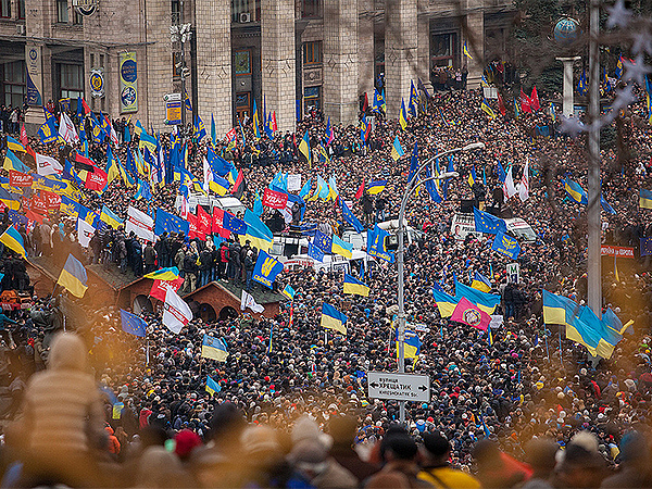 Protestujący wyświetlali milicji reportaż o korupcji