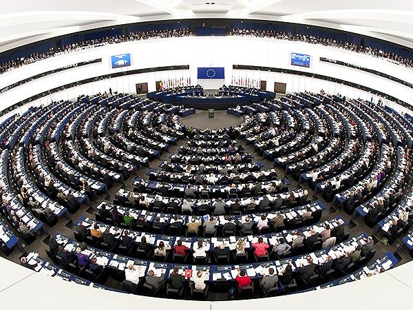 PE potępia przemoc na Ukrainie, wzywa do dialogu i grozi sankcjami