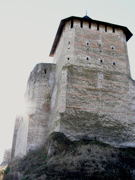 Wieża zamkowa w Chocimiu (Fot. Krzysztof Szymański)