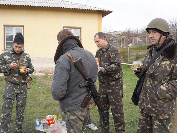 Żołnierze w bazie Belbek (Fot. Wojciech Jankowski)