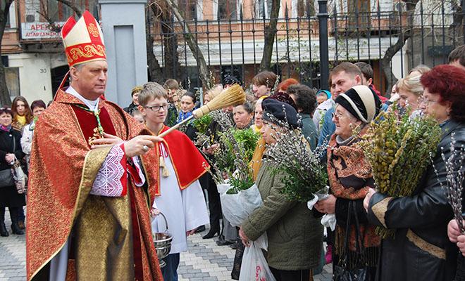Biskup Bernacki: żyjemy jak na wulkanie