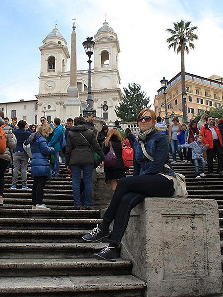 Autorka na schodach na Placu Hiszpańskim