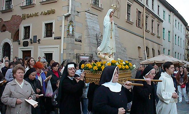Z Matką Bożą Fatimską przez miasto