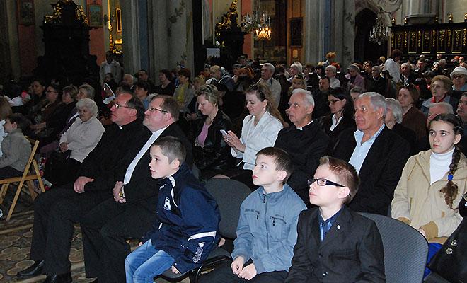 W katedrze w niedzielę miłosierdzia