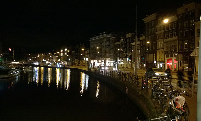 Amsterdamski kanal noca (Fot. Eugeniusz Sało)
