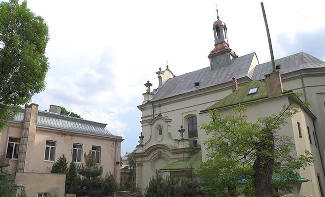Dom parafialny i kościół św. Antoniego (Fot. Eugeniusz Sało)