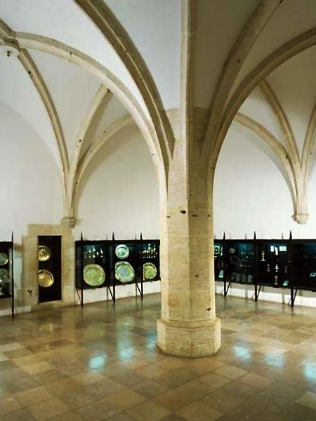 Skarbiec Koronny sala filarowa (Fot. Wikipedia)
