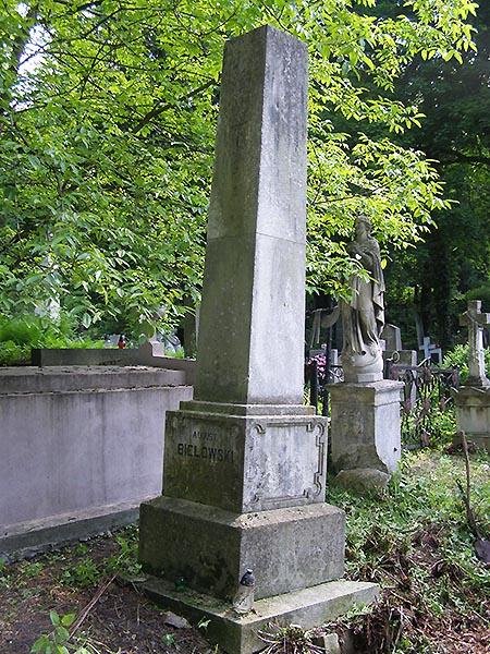 Nagrobek na grobie Augusta Bielowskiego (Fot. Jurij Smirnow)