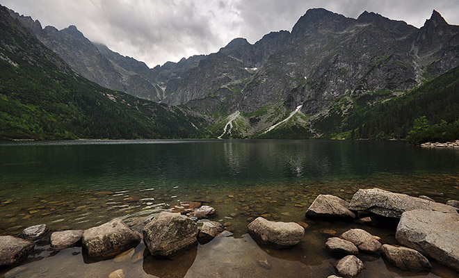 Widok ze schroniska na Morskie Oko (Fot. Piotr Sznajder)