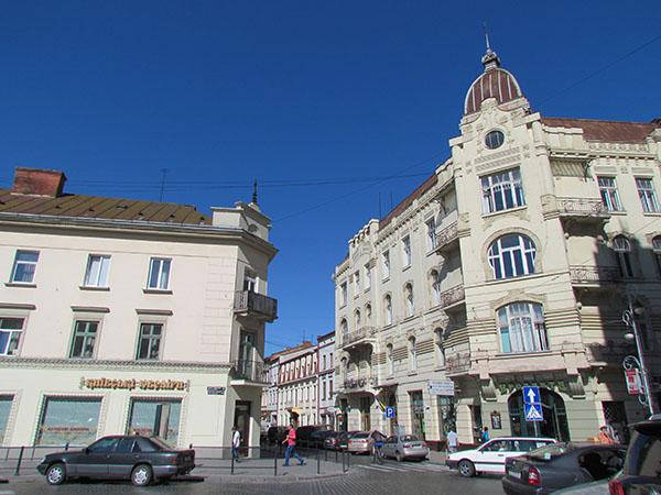 Wylot Chorążczyzny (po lewej kamienica nr 6, po prawej nr 4) miejsce tragicznej śmierci Stefana Polińskiego (Fot. Beata Kost)