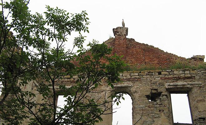 Ruiny kościoła przed odbudową (Fot. Beata Kost)