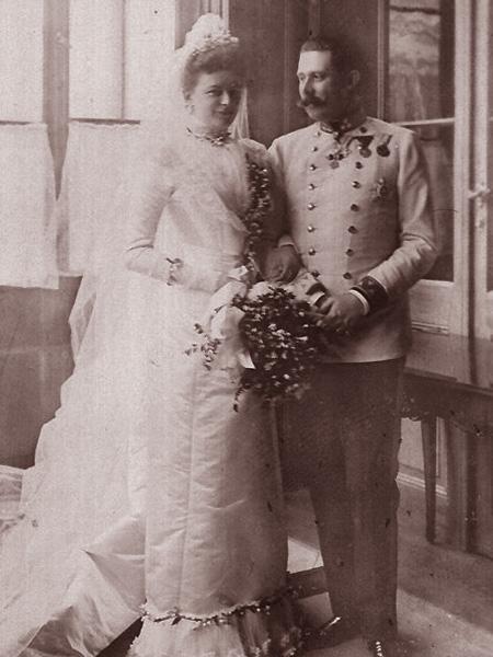"""Ślub arcyksięcia Franciszka Ferdynanda i księżnej Zofii von Chotek (Fot. z: Greg King, Sue Woolmans, """"Zabić arcyksięcia"""", Znak)"""