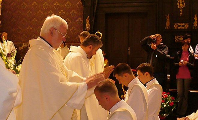 Święcenia kapłańskie w katedrze lwowskiej (Fot. Konstanty Czawaga)