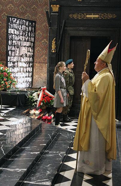 Msza za ofiary katastrofy smoleńskiej i zbrodni katyńskiej w katedrze lwowskiej