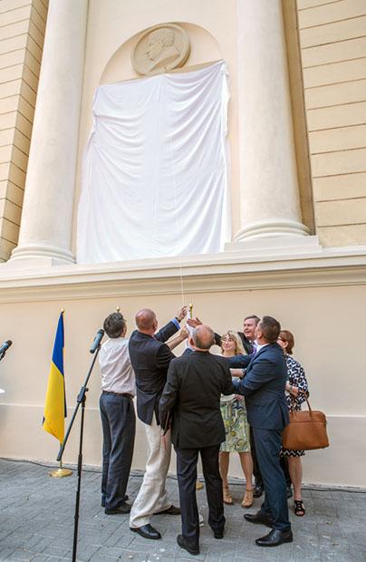 Odsłonięcie tablicy na gmachu Ossolineum