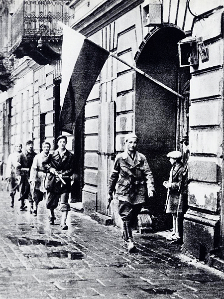 Powstanie Warszawskie (Fot. warszawa.wikia.com)