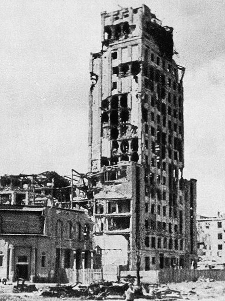 Zniszczony gmach Prudentialu (Fot. pl.wikipedia.org)