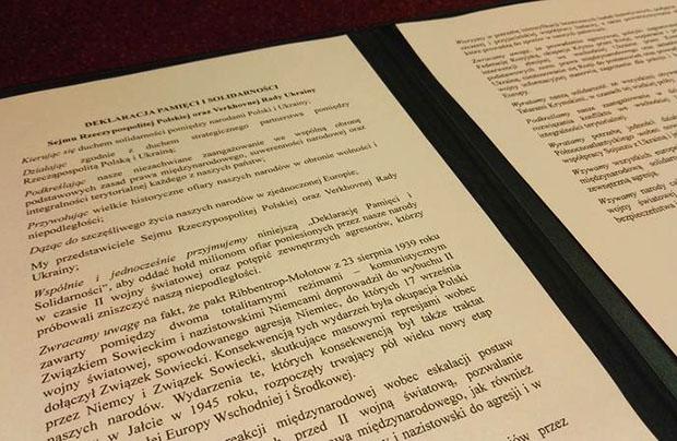 """Sejm i Rada Najwyższa przyjęły """"Deklarację Pamięci i Solidarności"""""""