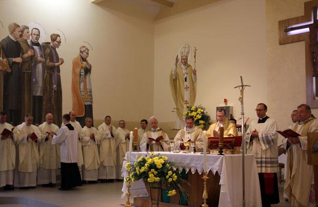 Kształcić godnych kapłanów i teologów świeckich