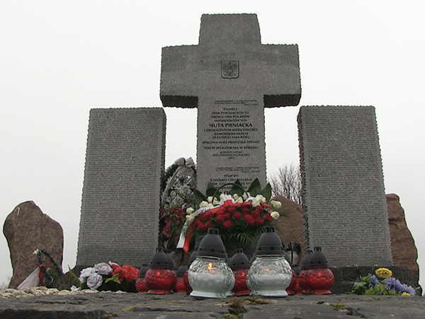 Wysadzono i zdewastowano pomnik pomordowanych Polaków w Hucie Pieniackiej