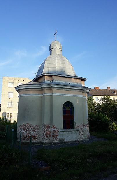 Mało znana kapliczka przy dworcu kolejowym w Drohobyczu