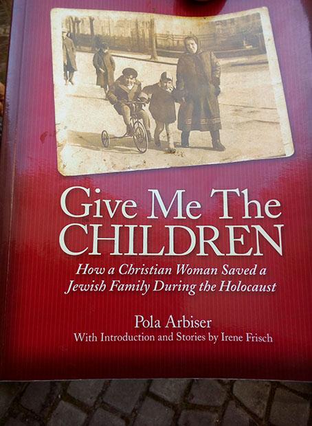 Jak na wieży ratuszowej przechowano żydowską rodzinę