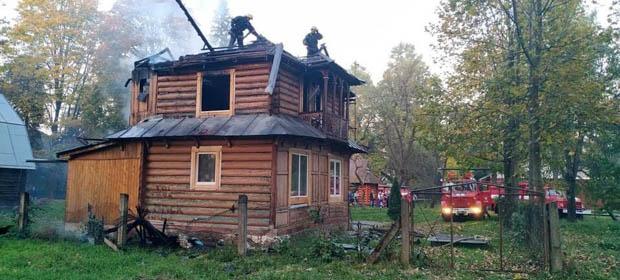 Pożar w zabytkowej willi w lecznicy w Kosowie