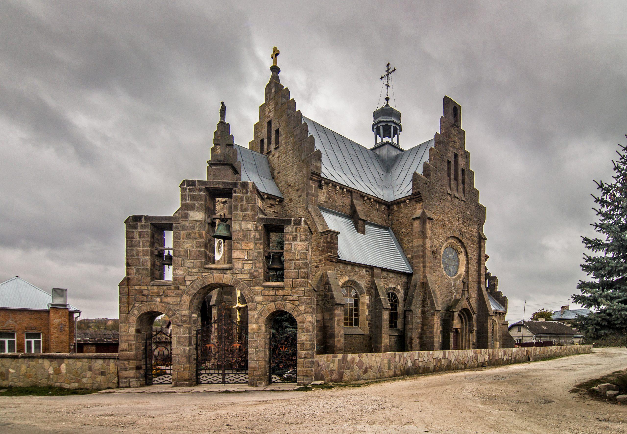 Bucniów – zadziwiający kościół, wiadukt i zaczarowany miecz