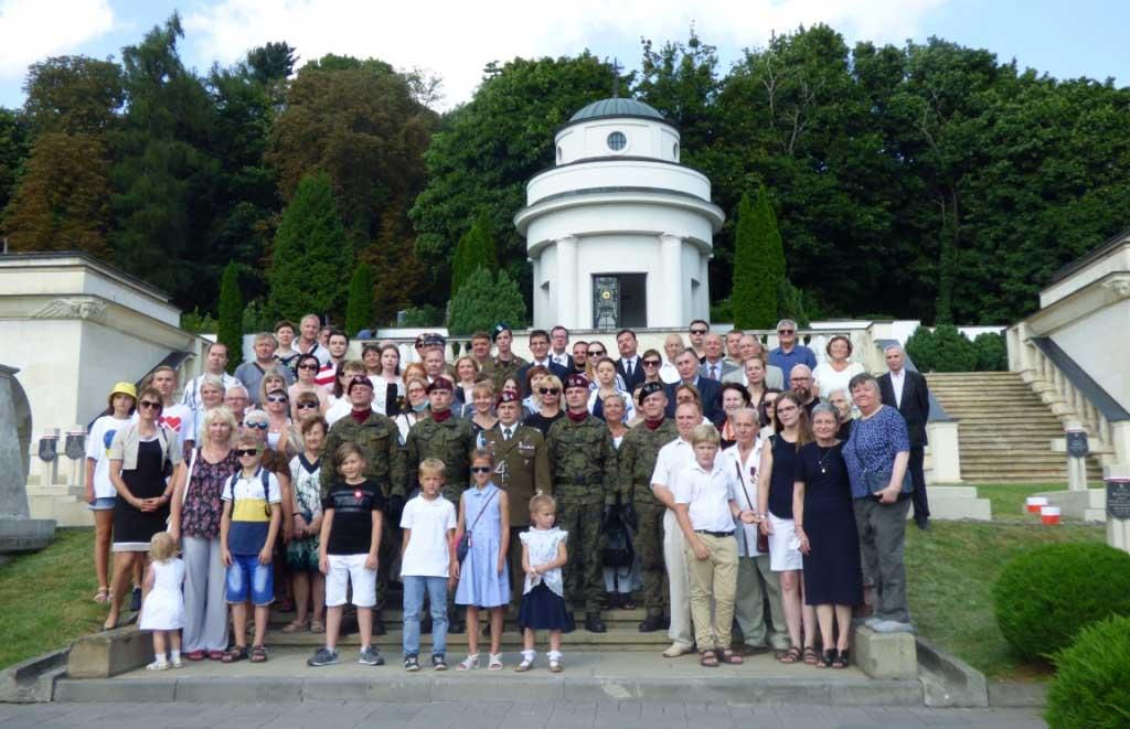 Hołd poległym spoczywającym na Cmentarzu Obrońców Lwowa