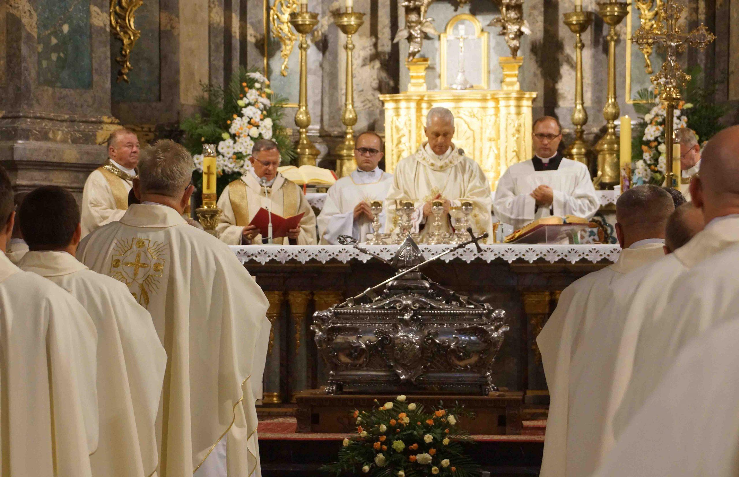 Procesja z relikwiami bł. Jakuba we Lwowie
